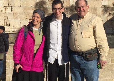 Shimon Niren with parents Rachi and Lee Niren at Kotel (002)