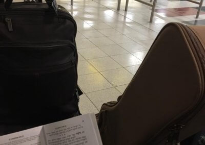 Tani Polansky_learning in airport before flying to israel (002)