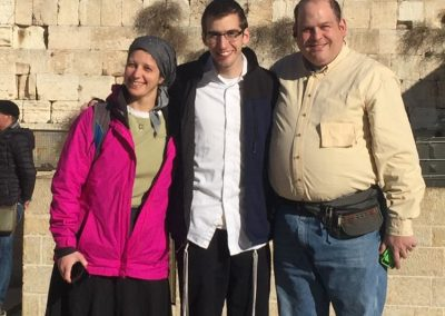 Shimon Niren with parents Rachi and Lee Niren at Kotel (002)